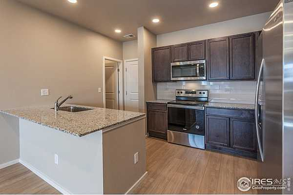Photo #4 EXAMPLE PHOTO: EAT-IN KITCHEN W/ STAINLESS STEEL APPLIANCES