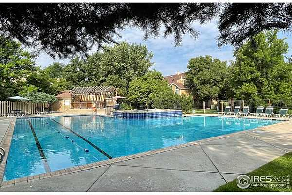 Photo #11 Spectacular pool with lap lanes, hot tub and kiddie pool